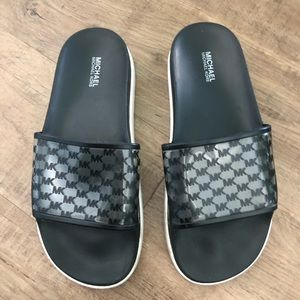 DONATING END OF MAY: MICHAEL KORS POOL SLIDES
